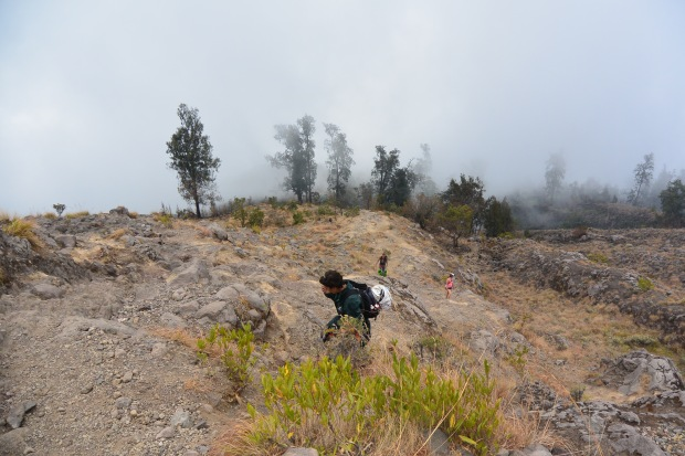 hiking mount rinjani